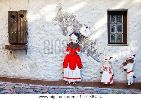 Riga, Latvia - 24-august-2015: Decorative Figures Of Lady With Umbrella And Two Childrens On Old Med
