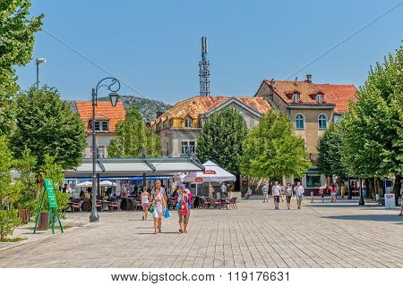 Cetinje Dvorski square promenade