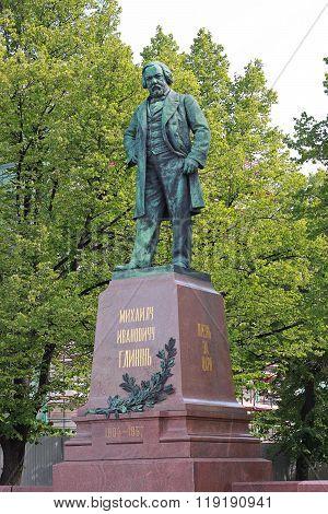 Mikhail Glinka statue