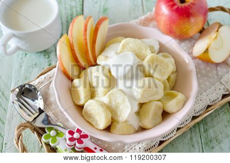 Lazy Dumplings Of Cottage Cheese With Sour Cream And Apples