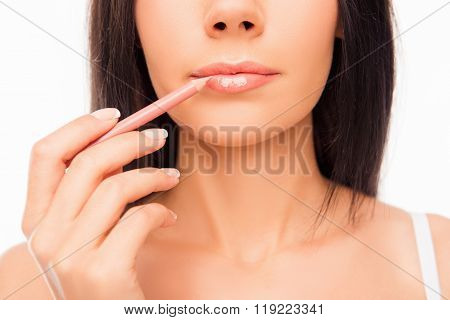 Young Woman Doing Maquillage With Lip's Liner, Close Up Photo