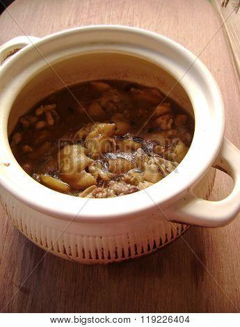 Chinese chicken claypot dish cooking