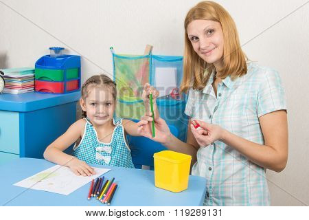 The Five-year Child Put A Finger On The Tip Of A Pencil Mother, And Together Looked In The Frame