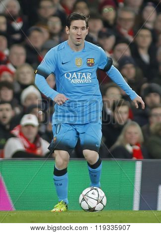 LONDON, ENGLAND - FEBRUARY 23: Lionel Messi of Barcelona during the Champions League match between Arsenal and Barcelona at The Emirates Stadium