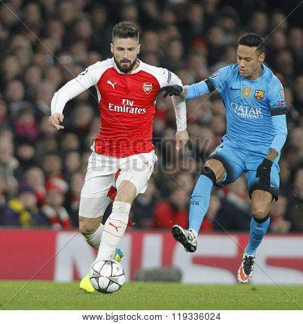 LONDON, ENGLAND - FEBRUARY 23: Olivier Giroud of Arsenal and Neymar of Barcelona compete for the ball during the Champions League match between Arsenal and Barcelona at The Emirates Stadium