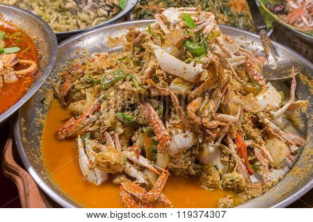 Fried Crab In Yellow Curry, Stir-fried Crab Curry. Thailand Night Street Food