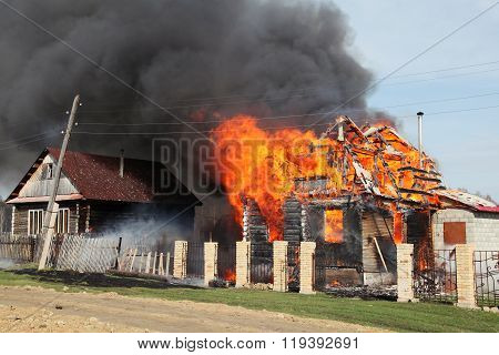 large fire destroyed a house