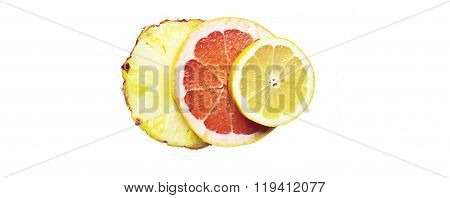 Fruity composition made with slices of lemon, ananas and gapefruit