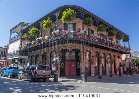 New Orleans, La/usa - Circa February 2016: Old Colonial House With Ironwork Galleries On The Streets