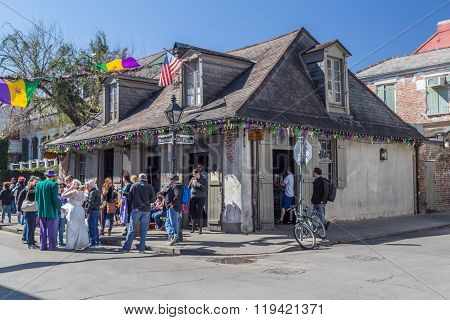 New Orleans, La/usa - Circa February 2016: People And Old Houses On The Streets Of French Quarter De