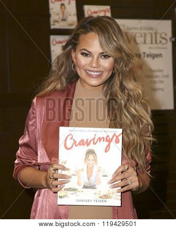 LOS ANGELES - FEB 23:  Chrissy Teigen at the Book Signing of Cravings - Recipes For All The Food You Want To Eat at the Barnes and Noble at The Gorve on February 23, 2016 in Los Angeles, CA