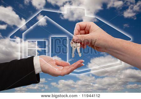 Übergabe Haus-Keys auf duplizierte Home-Icon, Wolken und Himmel