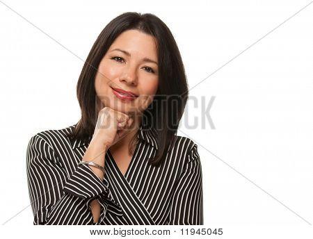 Attraktive multiethnischen Frau ruht ihr Kinn auf ihre Hand isoliert auf weißem Hintergrund.