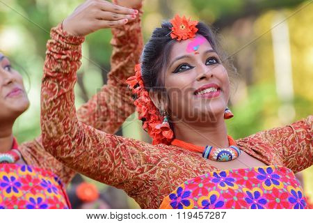 Young Girl Dancers Perforimg At Holi (spring) Festival In Kolkata.