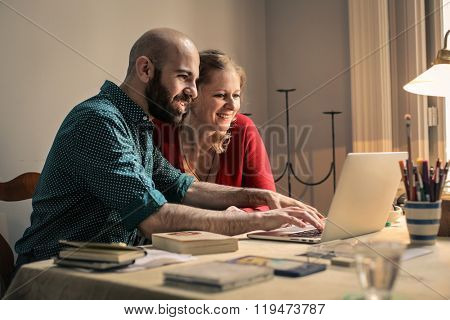 Couple surfing the net