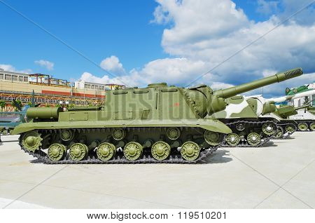 Isu-152 - Was A Soviet  Armored Self-propelled Gun
