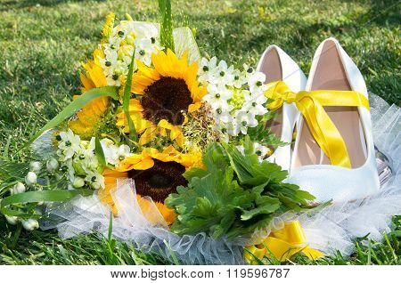 Bridal bouquet of sunflowers.