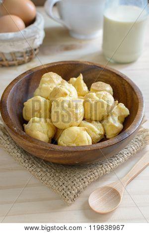 Choux Pastry Cream Puffs With Milk