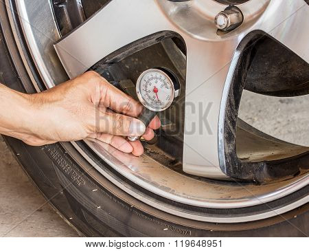 Hand Holding Pressure Gauge For Car Tyre Pressure