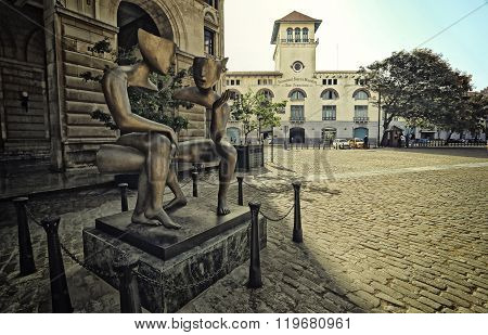 HAVANA,CUBA-JUNE 27,2015: The Conversation Sculpture in the Saint Francis de Assisi plaza or square