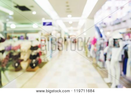 Blurred, de focus shopping mall, women clothes shop and underwear shop