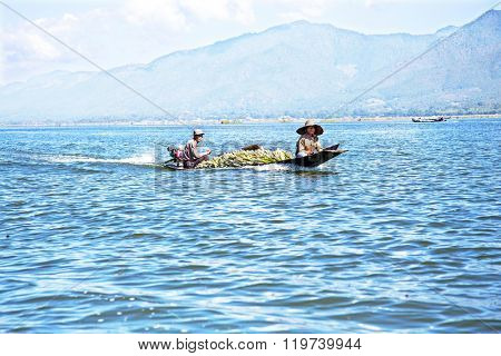 INLE LAKE, MYANMAR - NOVEMBER 23, 2015: Local sellers with their goods on Inle Lake, Myanmar on the 23th November, 2015.