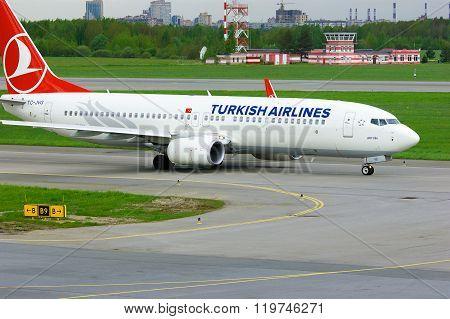 Turkish Airlines Boeing 737-8F2 Aircraft  In Pulkovo International Airport In Saint-petersburg