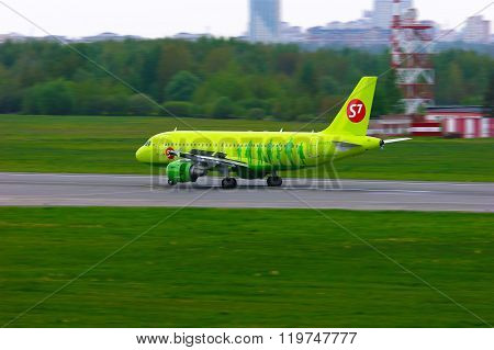 S7 Airlines Airbus A319-114 Aircraft In Pulkovo International Airport In Saint-petersburg, Russia