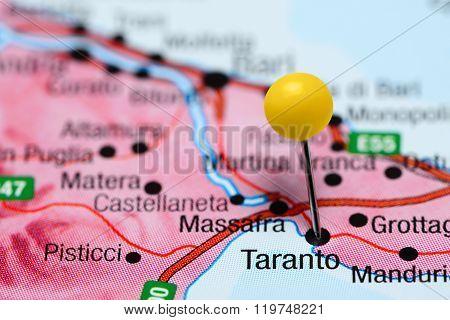 Taranto pinned on a map of Italy