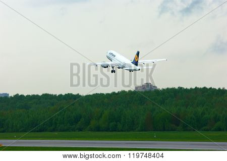 Lufthansa Airlines Airbus A319-114 Aircraft In Pulkovo International Airport In Saint-petersburg