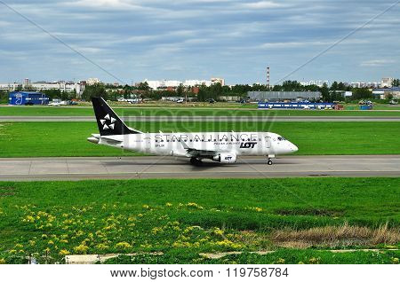 Lot -star Alliance Livery- Polish Airlines Embraer Erj-170 Airplane  In Pulkovo International Airpor