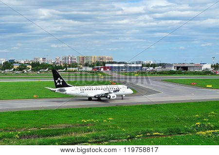 Lot -star Alliance Livery- Polish Airlines Embraer Erj-170 Airplane  In Pulkovo Airport