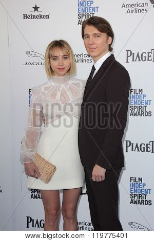 LOS ANGELES - FEB 27:  Zoe Kazan, Paul Dano at the 2016 Film Independent Spirit Awards at the Santa Monica Beach on February 27, 2016 in Santa Monica, CA