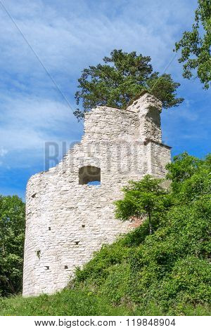 Round tower of a castle ruin