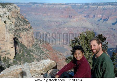 Couple at grand canyon3