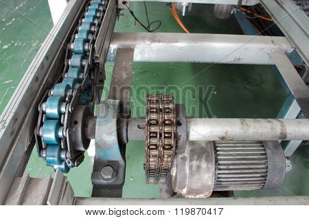Motor And Chain Drive Shaft Line Conveyor Industrial