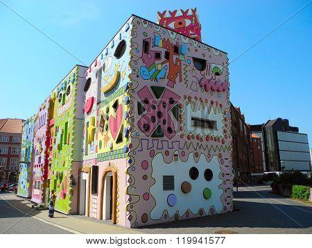 Happy Rizzi House.