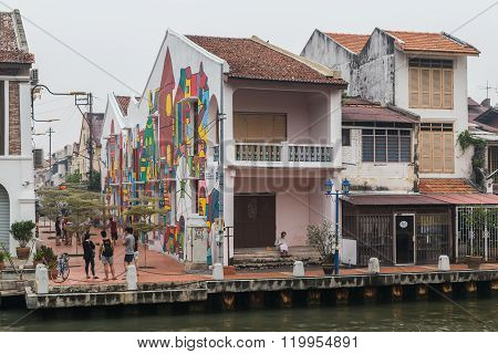 Malacca, Malaysia - Circa September 2015: Riverside Promenade With Historical Houses Along Sungai Me