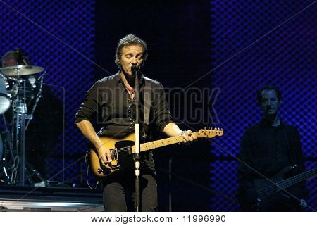 NEW YORK - OCTOBER 4: Singer Bruce Springsteen and the E Street Band perform during their 2002-03 World Tour at Shea Stadium October 4, 2003 in Flushing, New York.