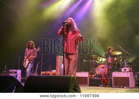 ATLANTIC CITY, NJ - AUGUST 29: Chris Robinson (C) of The Black Crowes performs at The Borgata Hotel & Casino on August 29, 2009 in Atlantic City, NJ.