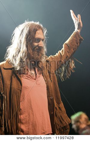 ATLANTIC CITY, NJ - AUGUST 29: Musician Chris Robinson of The Black Crowes gestures to the crowd as he performs at The Borgata Hotel & Casino on August 29, 2009 in Atlantic City, NJ.