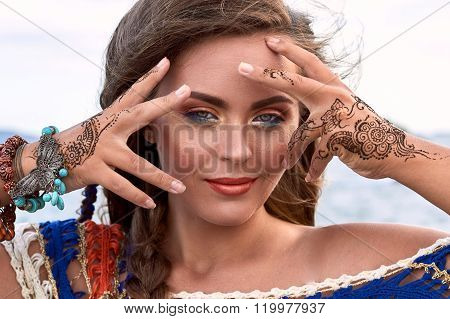 Beautiful Girl, Bright Clothes, Accessories, Makeup Mehendi, Summer Beach