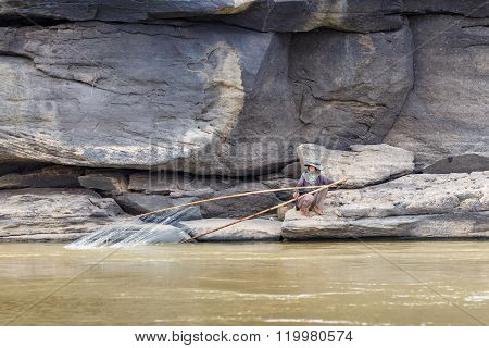 Lao - March 27 2015: Local Fisherman Catch Fish In Khong River At Thailand And Lao Border On March 2