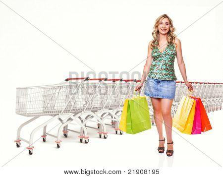 mulher com a sacola e plano de fundo do carrinho carrinho