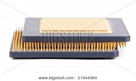 Dos viejos procesador con el contacto de oro