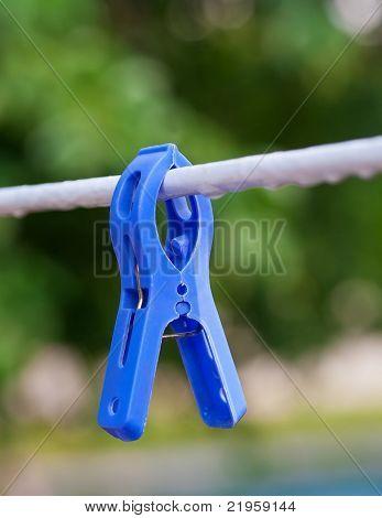 prendedor de papel azul