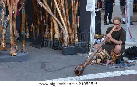 Didgeridoo-Spieler bei Ann-Arbor-Kunstmesse