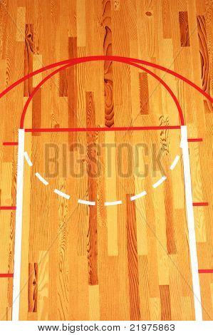 Clave de baloncesto pintado en el piso de madera en el gimnasio