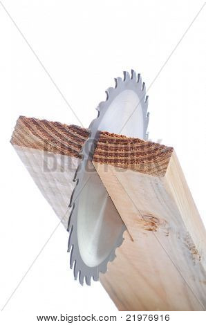 Lâmina de serra circular em vista de topo de tabuleiro isolada sobre o branco com profundidade de campo
