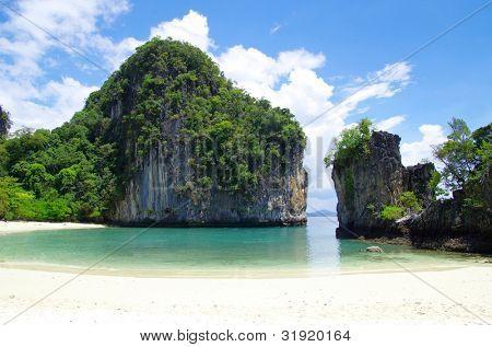 rocas y mar en Krabi Thsiland